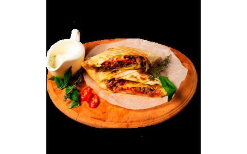 Буррито с телятиной (340/50 г)