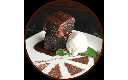 Шоколадный Брауни с ванильным мороженым