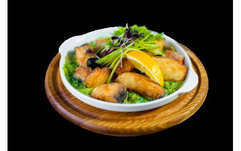 Сом жареный на сковороде в сливочном соусе